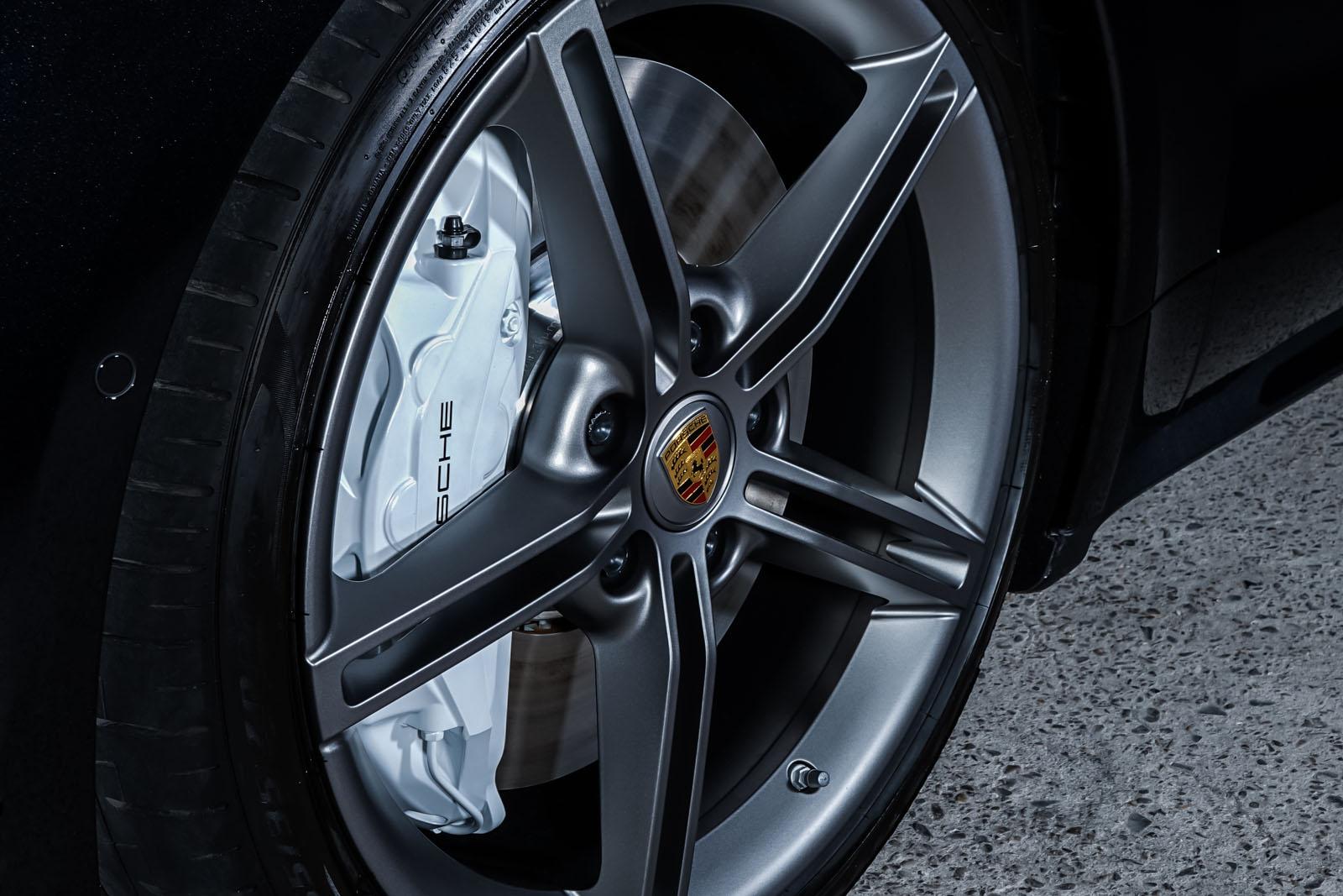 Porsche_Taycan_Turbo_Schwarz_Schwarz_POR-8106_12_w