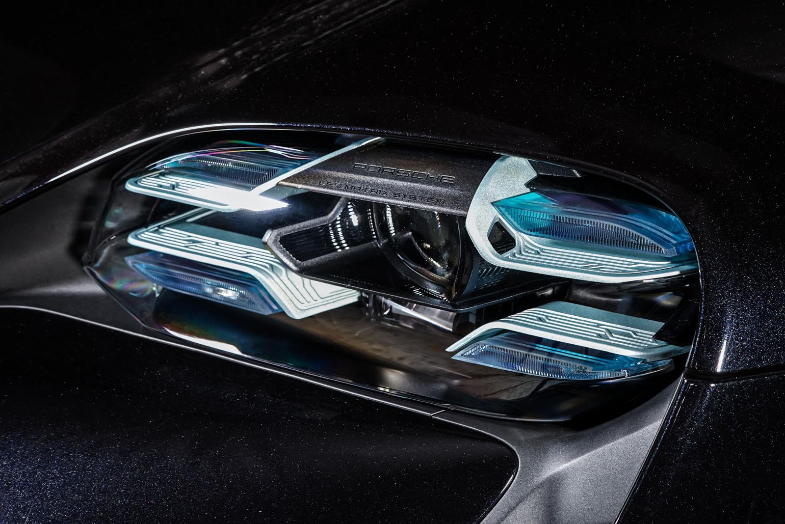 Porsche_Taycan_Turbo_Schwarz_Schwarz_POR-8106_13_w