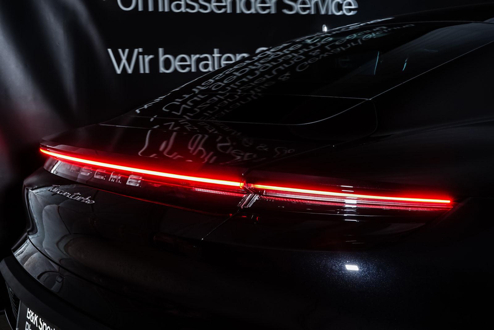 Porsche_Taycan_Turbo_Schwarz_Schwarz_POR-8106_23_w