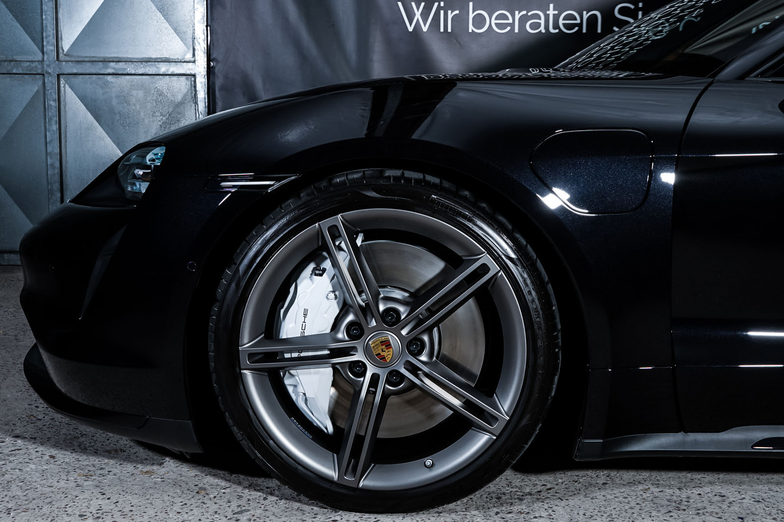 Porsche_Taycan_Turbo_Schwarz_Schwarz_POR-8106_3_w
