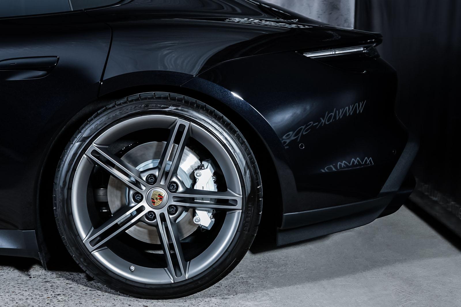Porsche_Taycan_Turbo_Schwarz_Schwarz_POR-8106_4_w