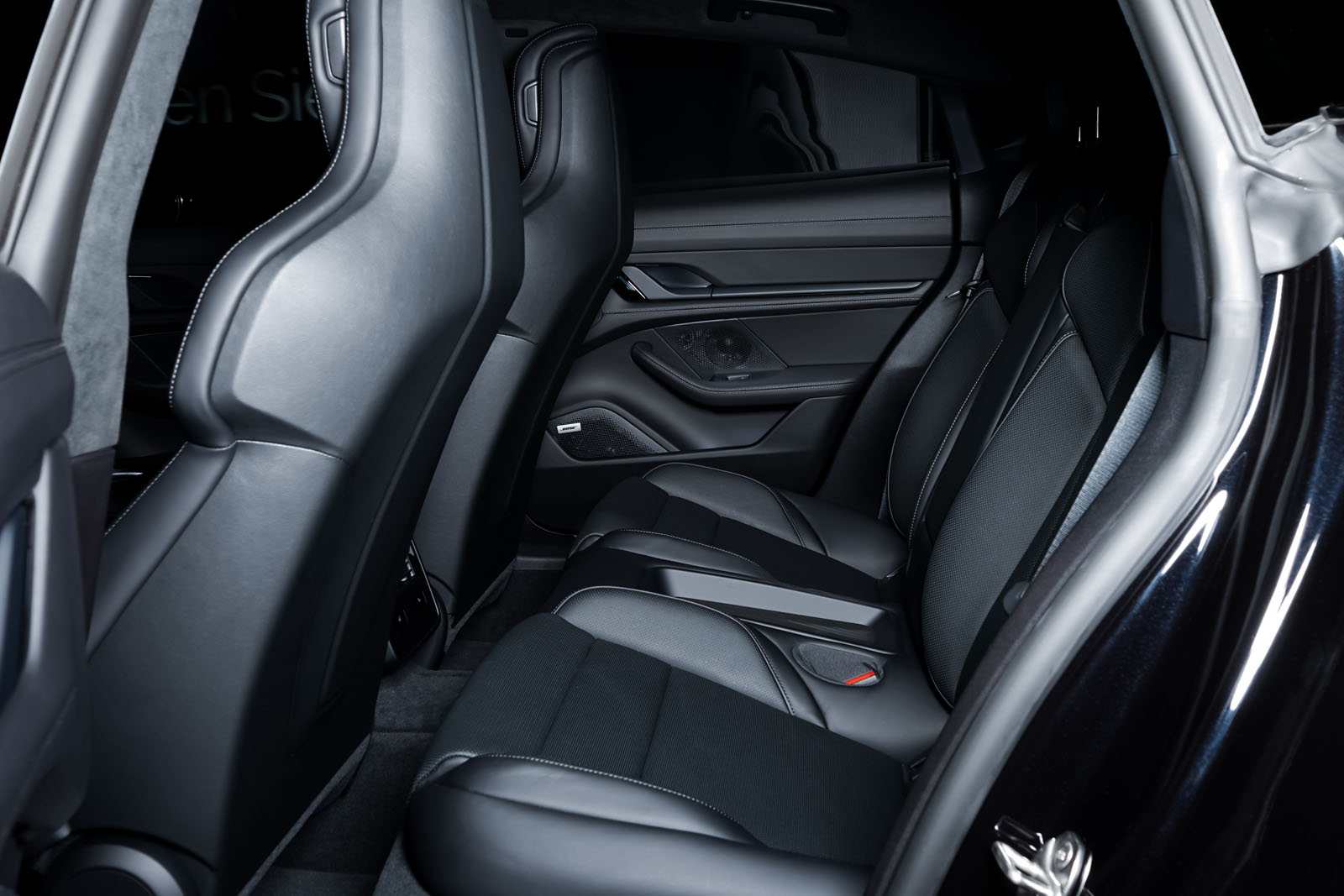 Porsche_Taycan_Turbo_Schwarz_Schwarz_POR-8106_6_w