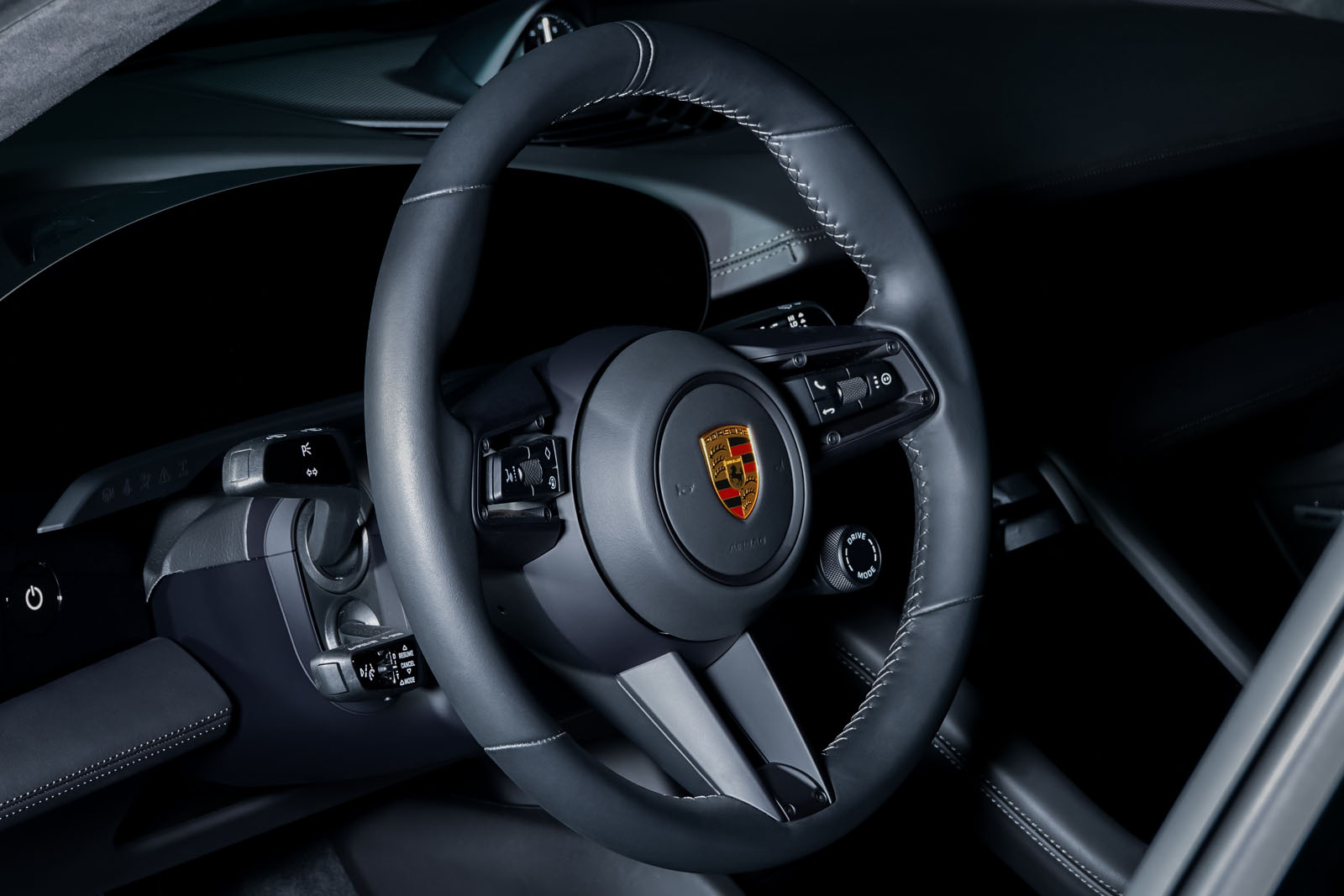 Porsche_Taycan_Turbo_Schwarz_Schwarz_POR-8106_9_w