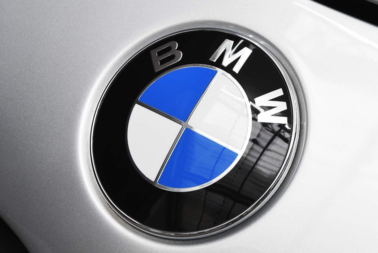 bmw_z_8_grau_rot_BMW-8171_17