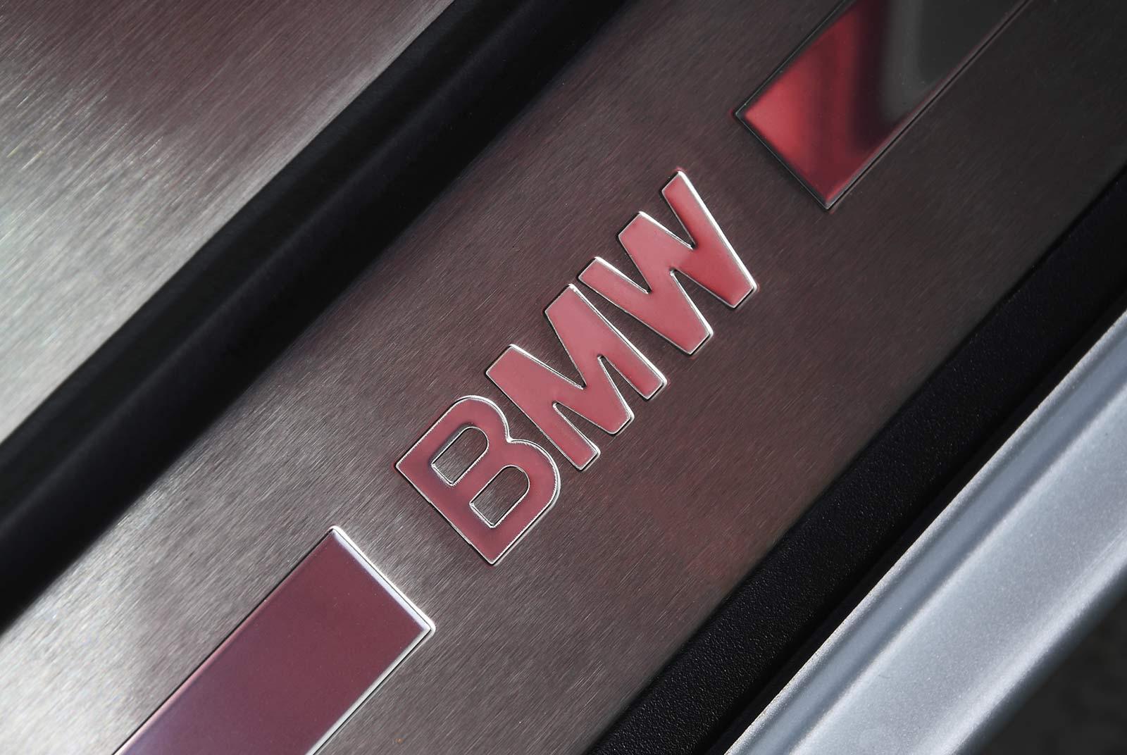 bmw_z_8_grau_rot_BMW-8171_18