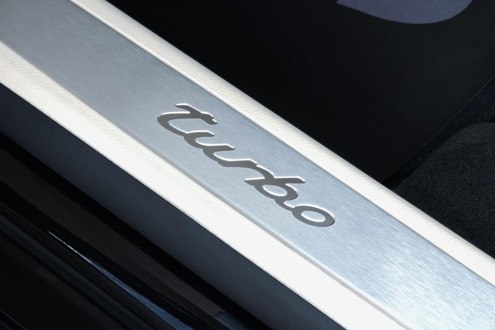 Porsche_Panamera_Turbo_Schwarz_Cremeweiß_POR-0127_11_w