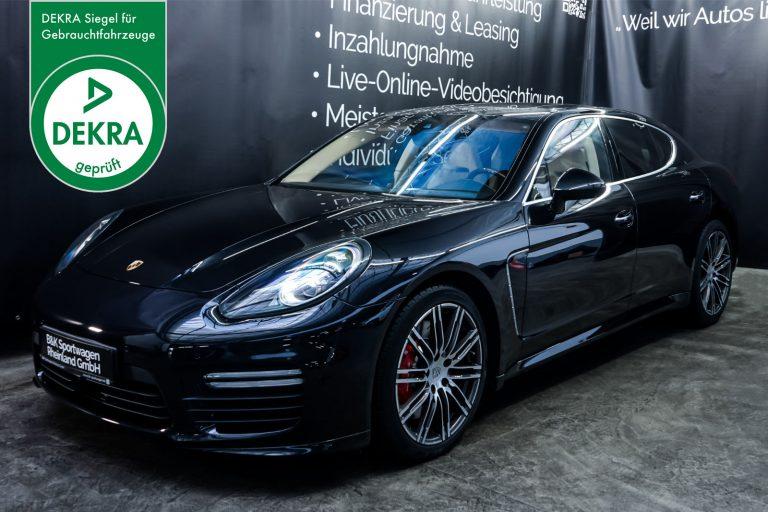 Porsche_Panamera_Turbo_Schwarz_Cremeweiß_POR-0127_Plakette_w