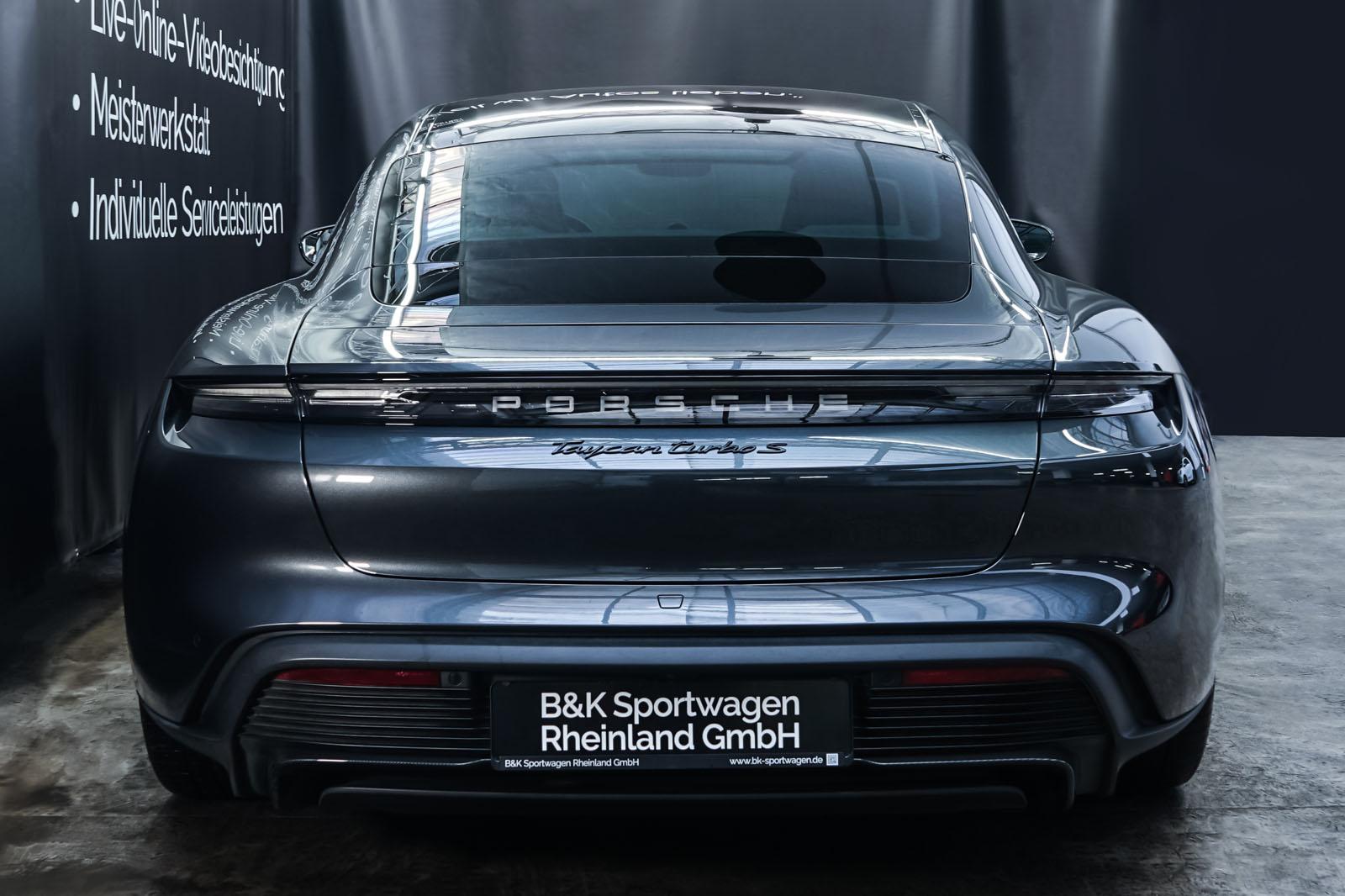 Porsche_Taycan_TurboS_Grau_Schwarz_POR-5353_15_w