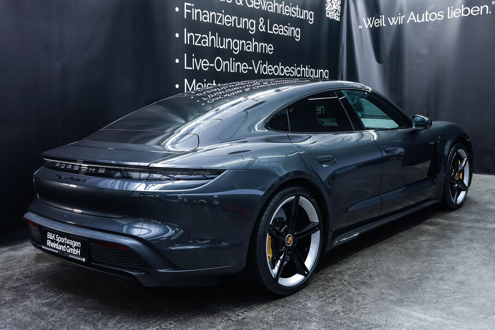 Porsche_Taycan_TurboS_Grau_Schwarz_POR-5353_16_w