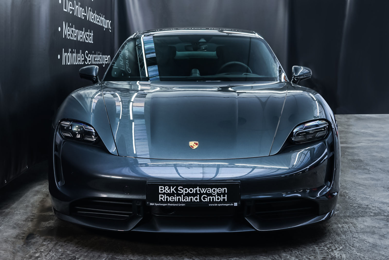 Porsche_Taycan_TurboS_Grau_Schwarz_POR-5353_1_w