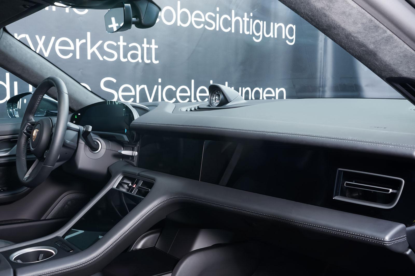 Porsche_Taycan_TurboS_Grau_Schwarz_POR-5353_20_w