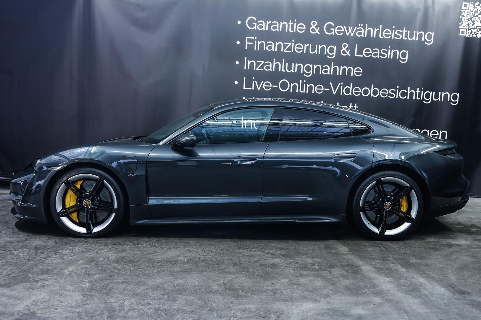 Porsche_Taycan_TurboS_Grau_Schwarz_POR-5353_5_w