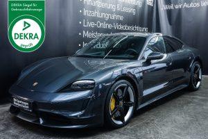 Porsche_Taycan_TurboS_Grau_Schwarz_POR-5353_Plakette_w