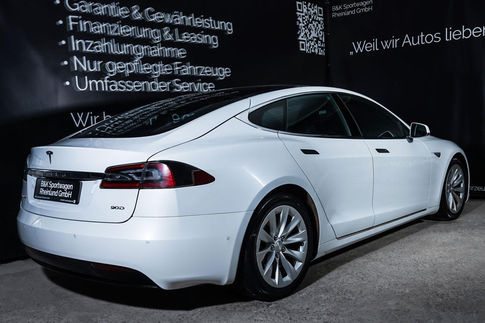 Tesla_ModelS_90D_Weiß_Schwarz_TES-0714_14_w