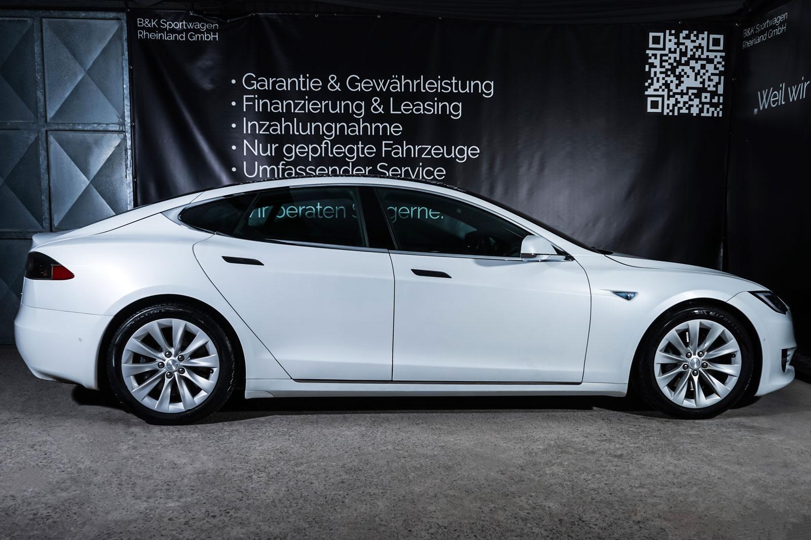 Tesla_ModelS_90D_Weiß_Schwarz_TES-0714_15_w