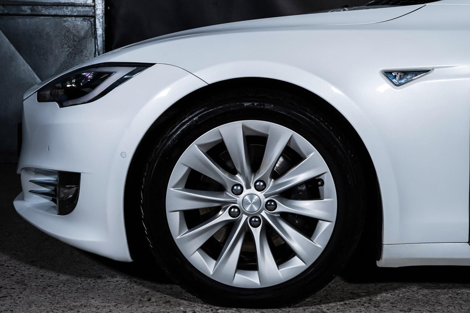 Tesla_ModelS_90D_Weiß_Schwarz_TES-0714_3_w