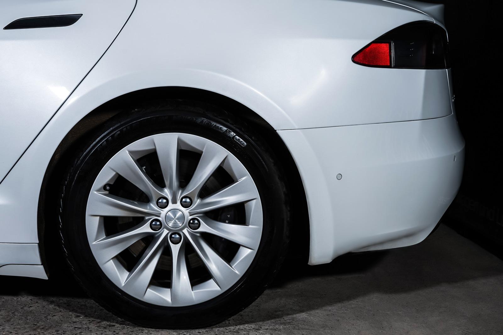 Tesla_ModelS_90D_Weiß_Schwarz_TES-0714_4_w
