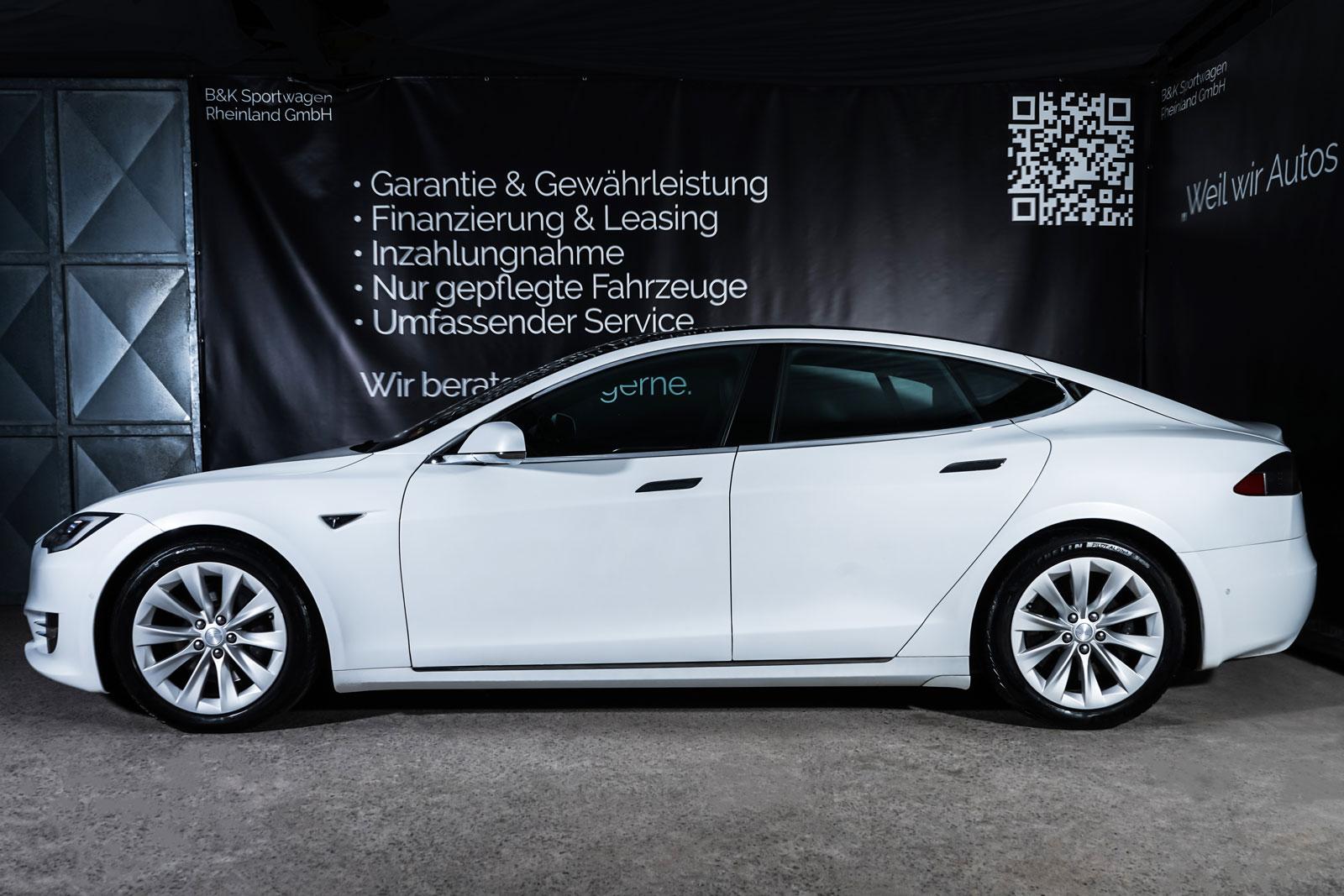 Tesla_ModelS_90D_Weiß_Schwarz_TES-0714_5_w
