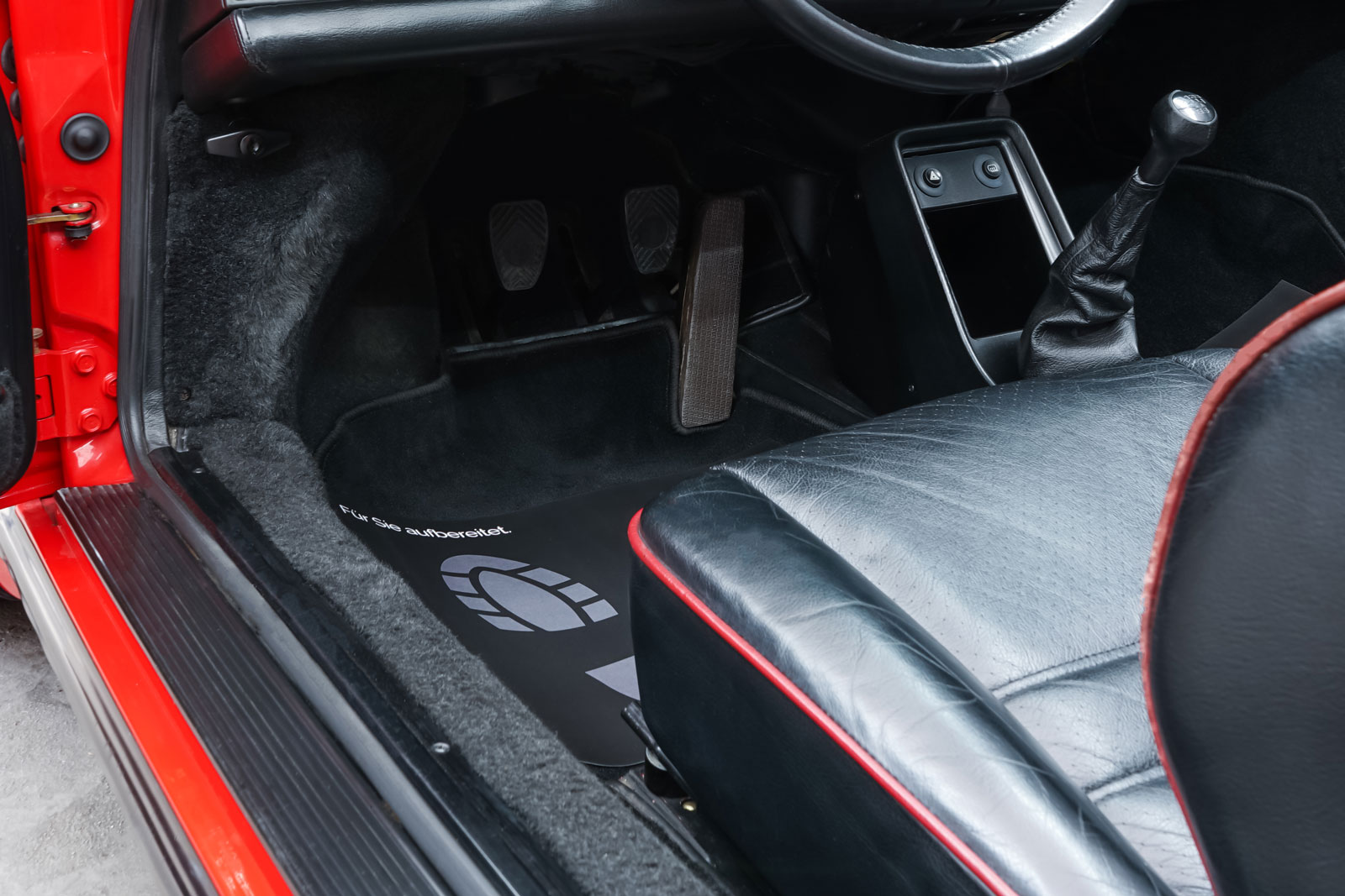 Porsche_911_Speedster_Rot_Schwarz_POR-2352_9_w