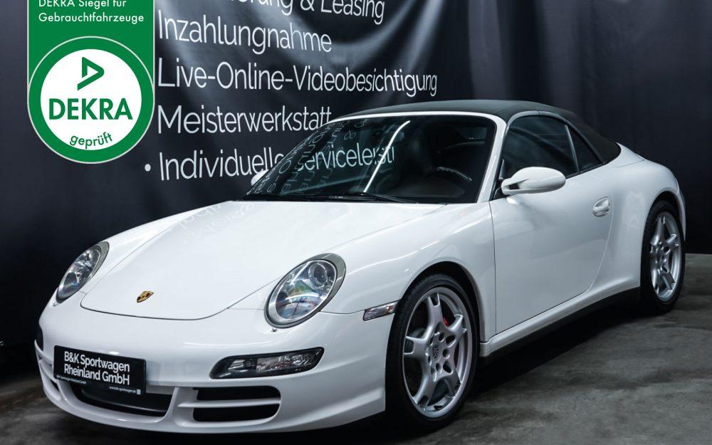 Porsche_997_C4S_Cabrio_Weiß_Braun_POR-4557_Plakette_w