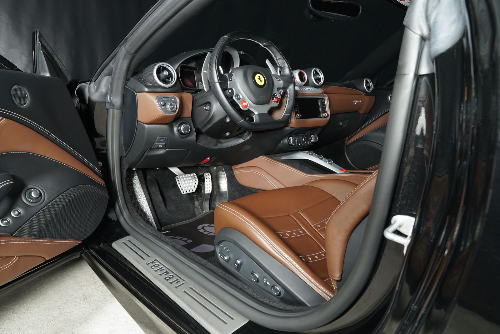 Ferrari_California_T_Schwarz_Braun_FER-9114_12_w