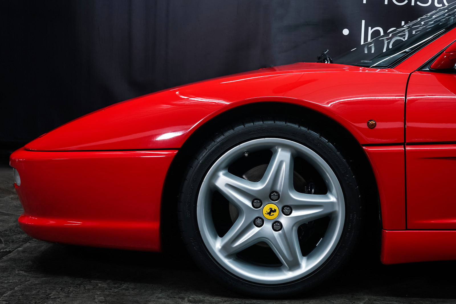 Ferrari_F355_Berlinetta_Rot_Schwarz_FER-7159_3_w