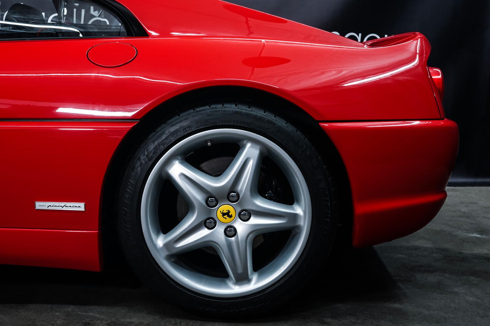 Ferrari_F355_Berlinetta_Rot_Schwarz_FER-7159_4_w
