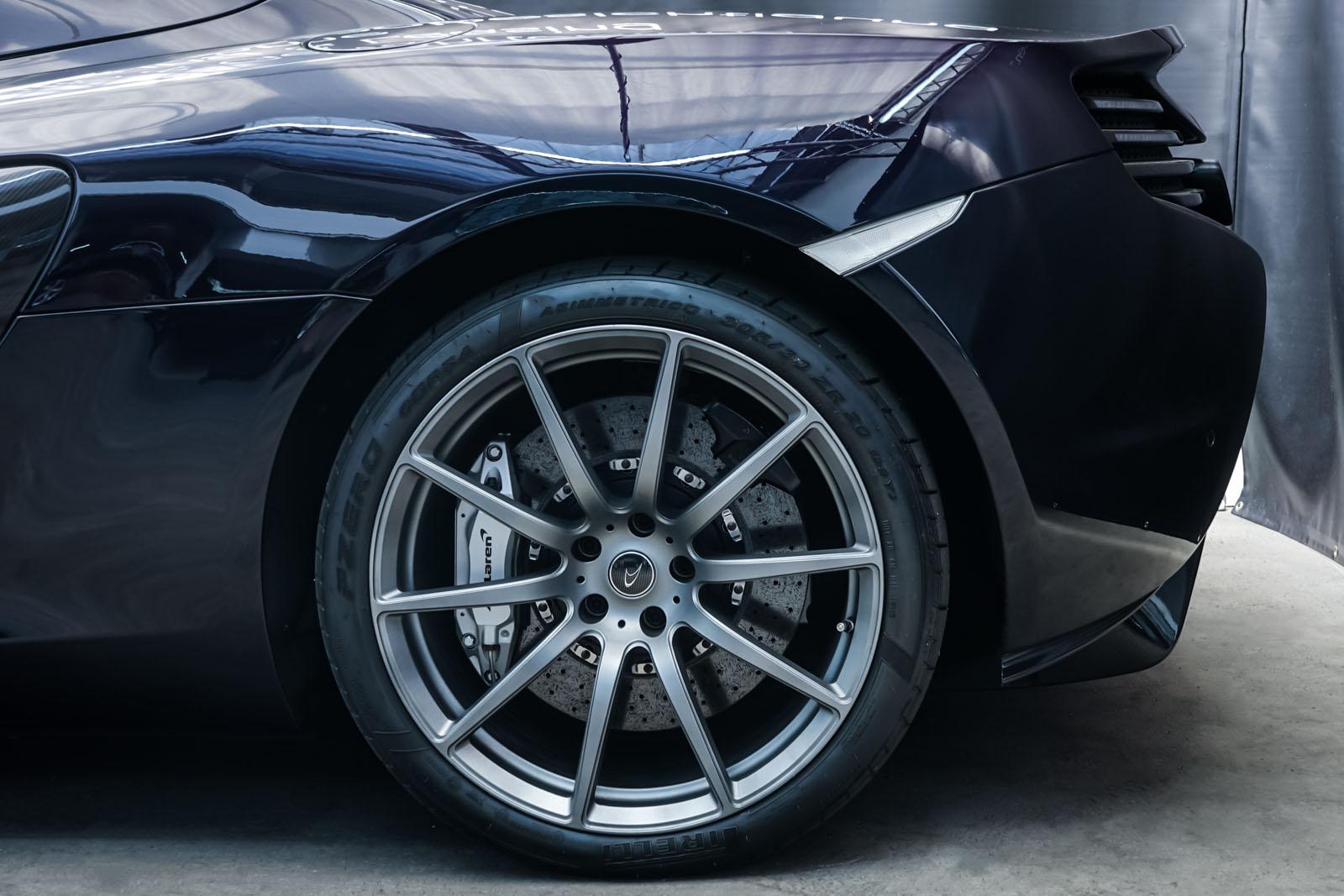 McLaren_650S_Spider_Schwarz_Weiß_MCL-6007_4_w