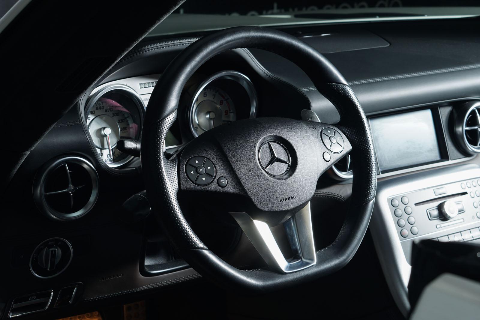 Mercedes-Benz_SLS_AMG_Roadster_Weiß_Braun_3