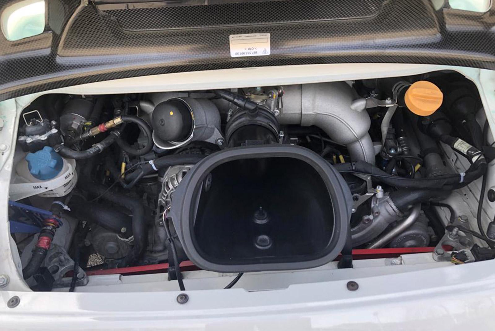 Porsche_997_GT3_Cup_Weiß_Schwarz_POR-8188_15