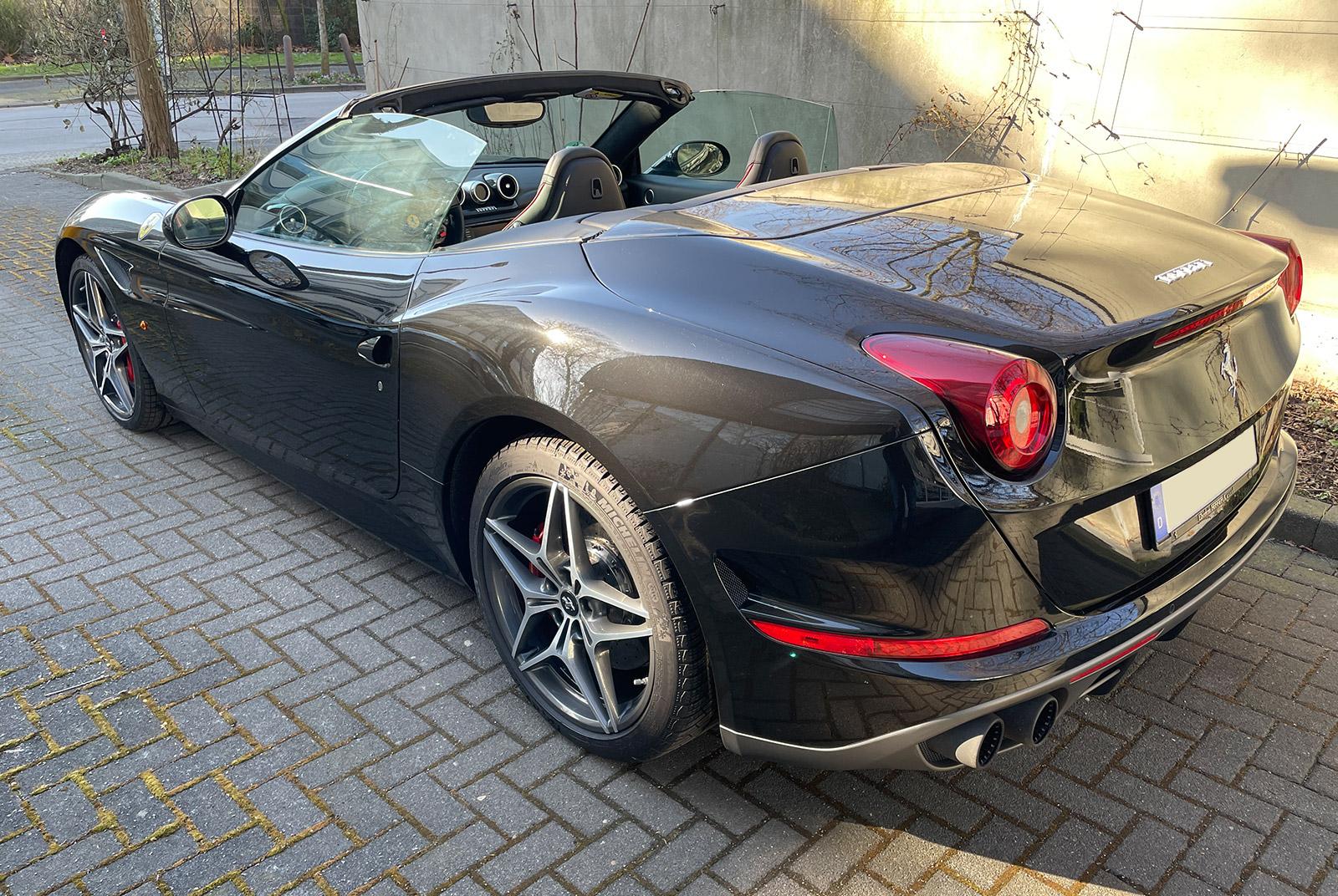 Ferrari_California_Schwarz_Schwarz_FER-6875_03