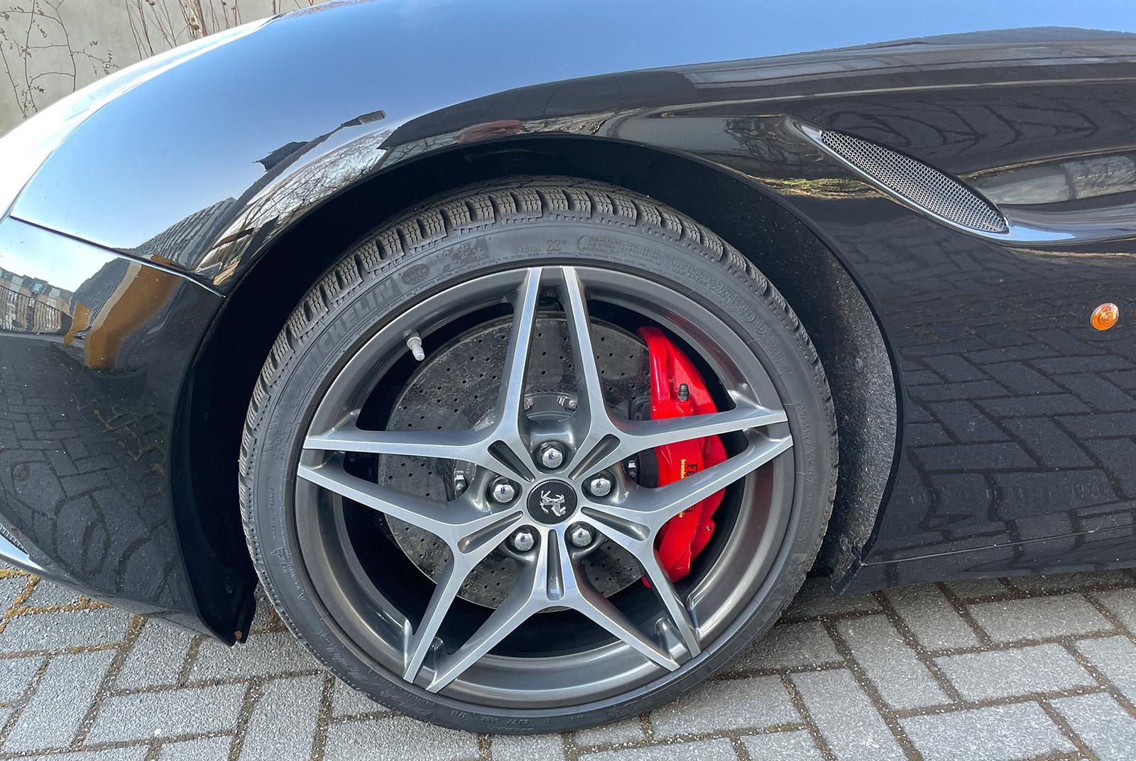 Ferrari_California_Schwarz_Schwarz_FER-6875_06