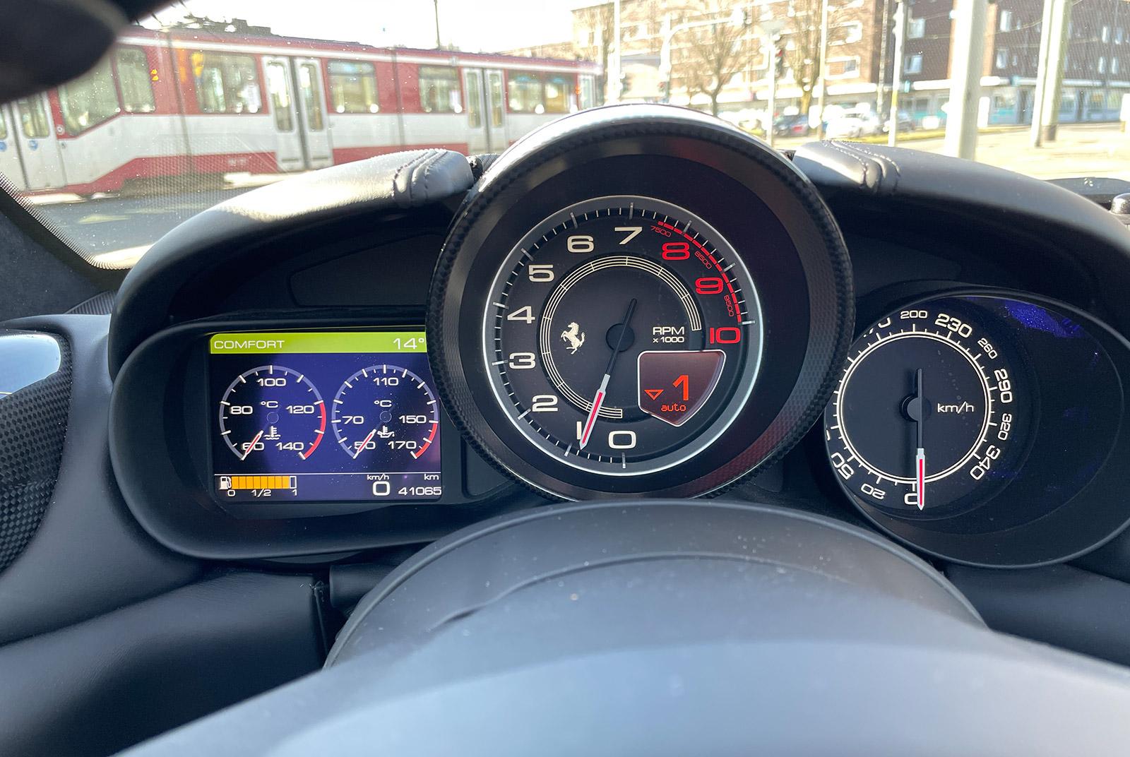 Ferrari_California_Schwarz_Schwarz_FER-6875_07