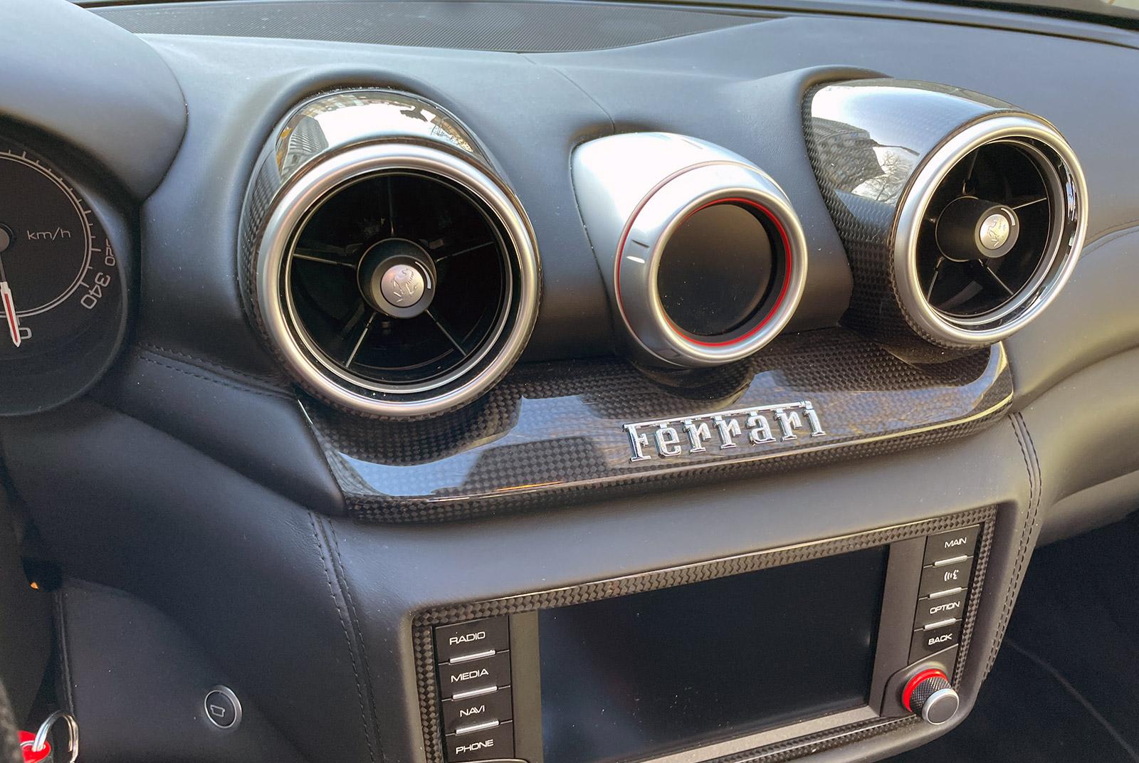 Ferrari_California_Schwarz_Schwarz_FER-6875_10