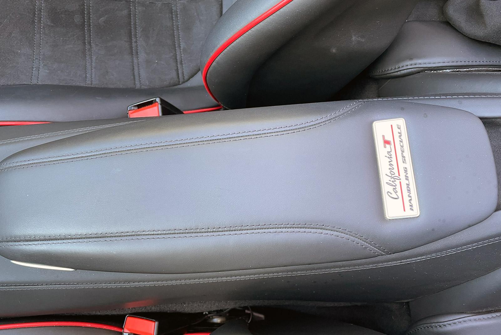 Ferrari_California_Schwarz_Schwarz_FER-6875_12