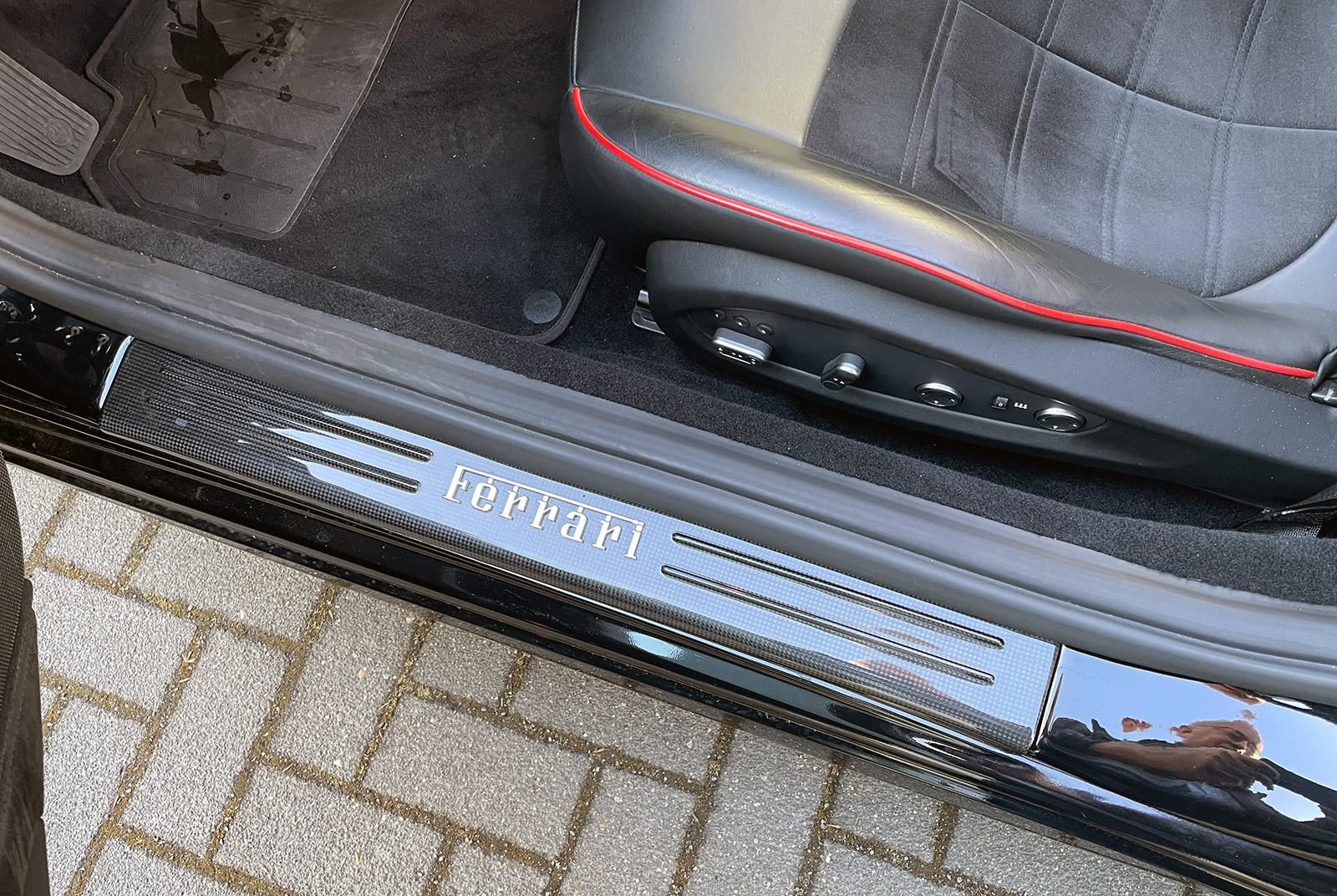 Ferrari_California_Schwarz_Schwarz_FER-6875_16