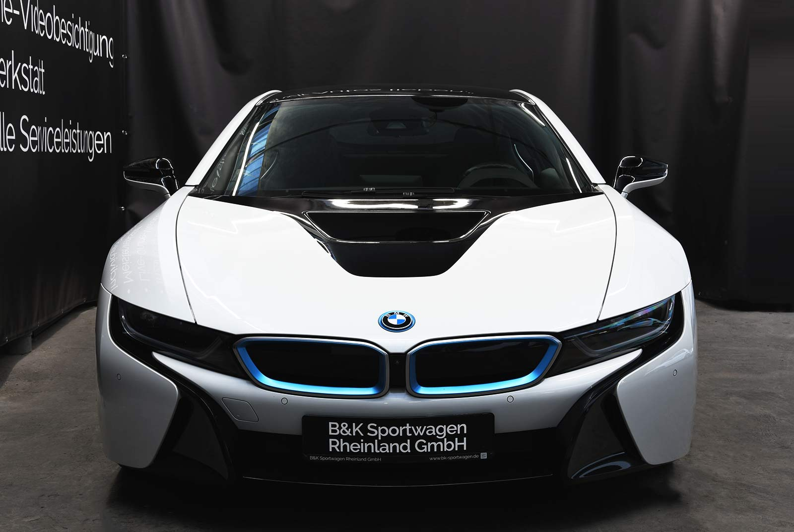 bmw_i_8_weiß_grau_BMW-9212_03