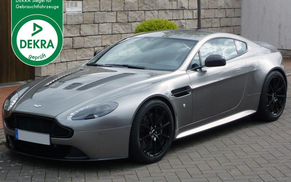AM-2995-Aston-Martin_V12-Vantage-S_Grey_Black_01