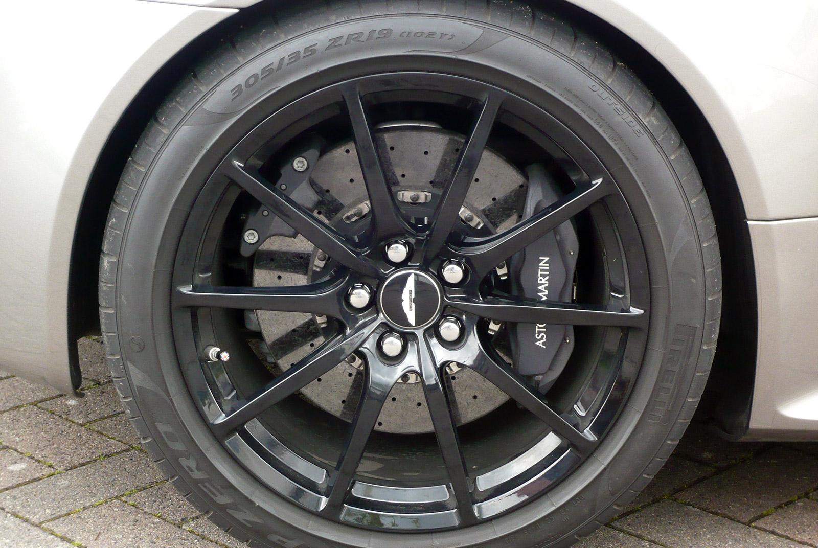 AM-2995-Aston-Martin_V12-Vantage-S_Grau_Schwarz_12