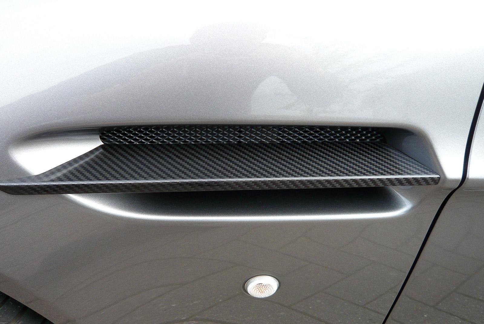 AM-2995-Aston-Martin_V12-Vantage-S_Grau_Schwarz_13