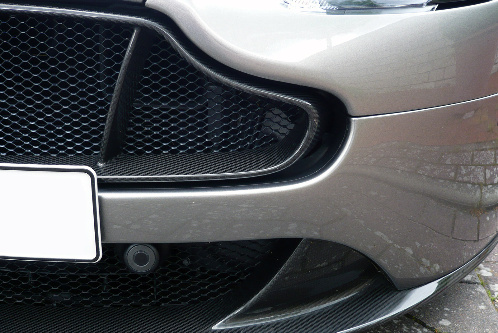 AM-2995-Aston-Martin_V12-Vantage-S_Grau_Schwarz_16