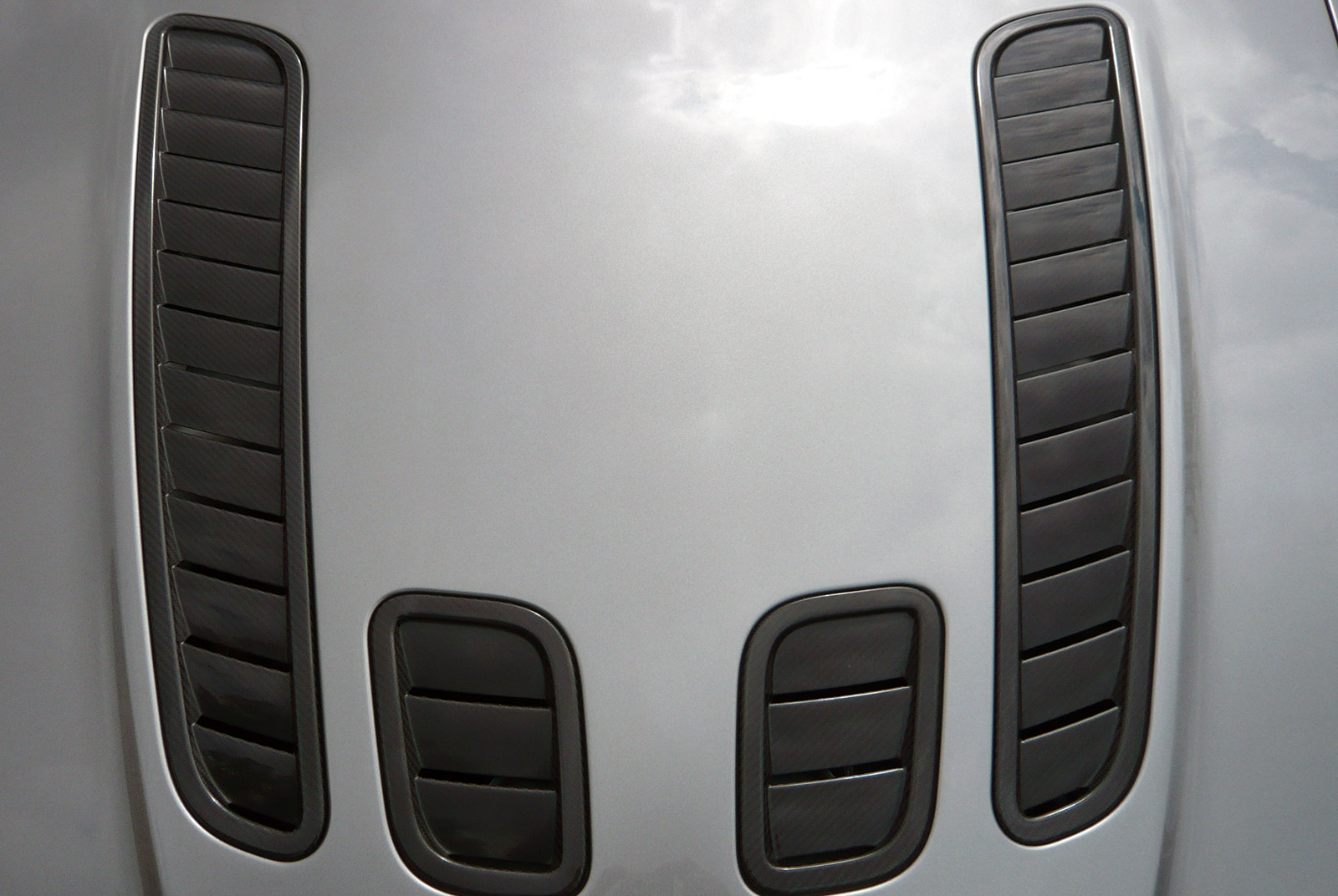 AM-2995-Aston-Martin_V12-Vantage-S_Grau_Schwarz_19
