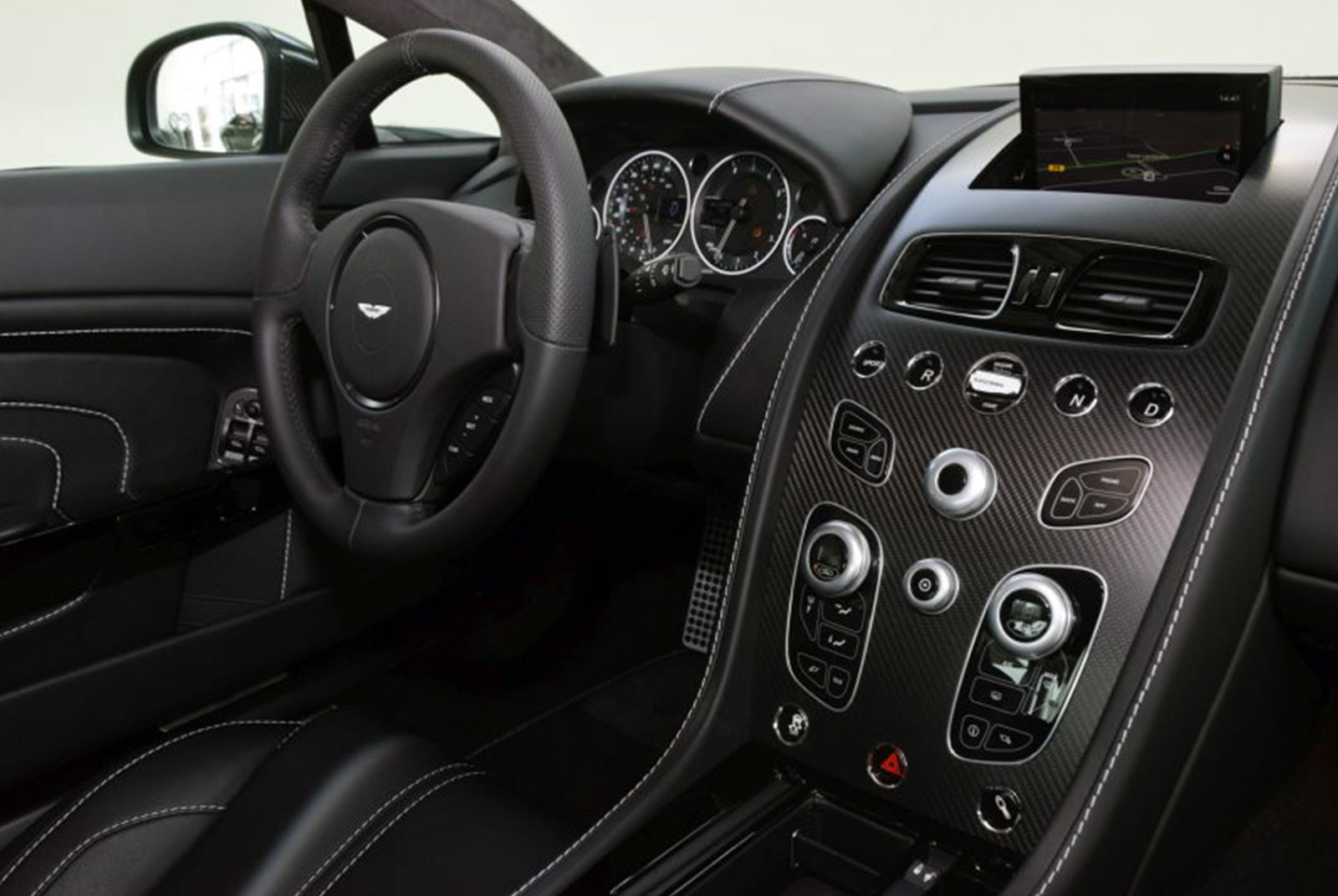 AM-2995-Aston-Martin_V12-Vantage-S_Grau_Schwarz_20