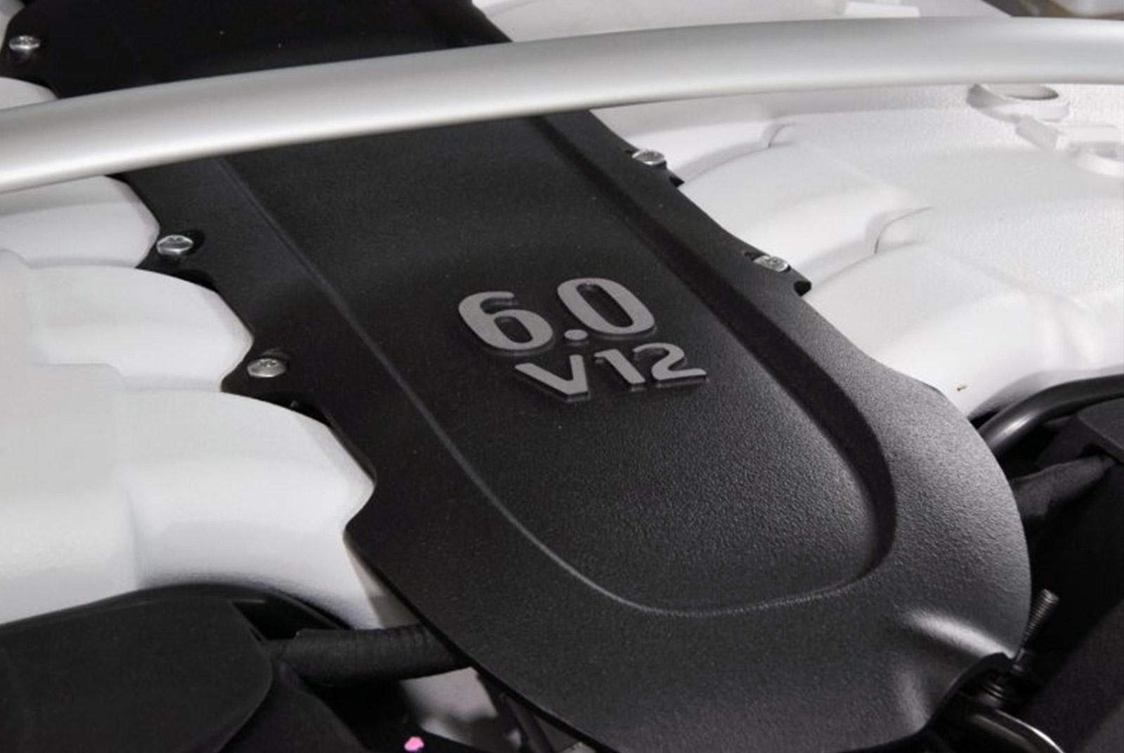 AM-2995-Aston-Martin_V12-Vantage-S_Grau_Schwarz_21